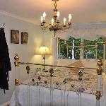 Cosy romantic bedroom - Queen size bed