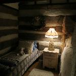 Twin bed in Log House