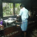 Tanga dans sa cuisine traditionnelle