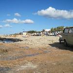 Strandabschnitt durchsetzt mit Felsen