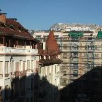 Vue à droite de notre balcon, au fond la montagne