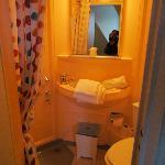 Salle de bain très propre et temp.Eau Ajustable super