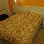 the bed in Albergo Bencidormi
