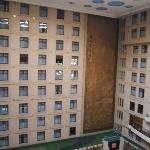 Fenêtres des chambres donnant sur l'atrium