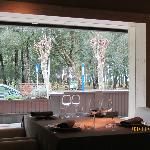 Vista desde el interior del restaurante La Solana