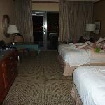 2 queens room