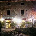 Hotel e piazza (notturno)