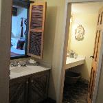 Bathroom / wet bar area
