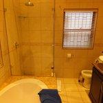 Bathroom (room 5)