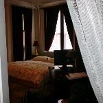 Schlafbereich - Fenster zur Strasse