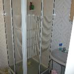 Small shower cubicle