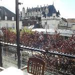 vue du balcon sur le chateau