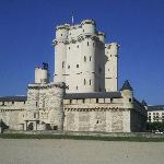 Chateau di Vincennes located across road