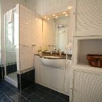 bathroom (example) S4