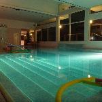 entrata piscina coperta e passaggio esterno