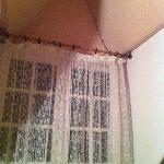Traces noires et fenêtre sans volet