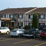 Sky Lodge Inn & Suites