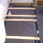 Bed base for kid with 7 missing slats out of 12