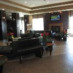 Lobby area ... modern, clean, with decor