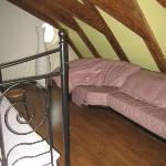 Sofa de la habitación con cama doble