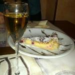 torta sfoglia crema e frutti di bosco, malvasia