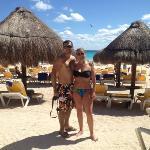 en la playa del hotel
