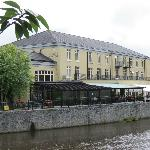 Outside view of Kilkenny River Court Hotel.