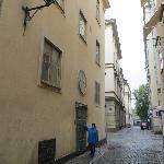 Edificio y puerta de entrada