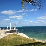 Das Hotel ist direkt am Meer