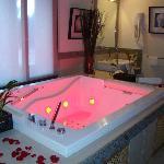 Vasca idromassaggio con cromoterapia suite Tramonto