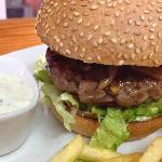 Este fin de semana Hamburguesa de cordero con pistachos y dátiles+raita de menta