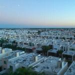 vista desde el quinto piso a la ciudad por la mañana