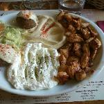 falafels, pollo, hummus