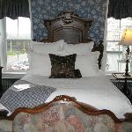 nice cozy bed