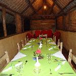 une belle table bien décorée et repas excellent