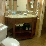 Hampton Inn Albq Midtown Queen Room Bath 1st Floor