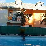 vue de l'hotel coté piscine