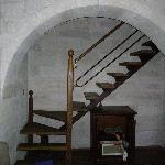 Escalier menant du salon au rez-de-chaussée à la chambre au 1er  étage