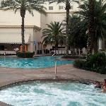 they have hot tibs, lazy river, pool, volleyball