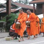 Los monjes vistos desde el comedor