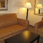 Comfort Suites Indianapolis sitting area