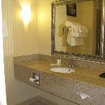 Comfort Suites Indianapolis bath