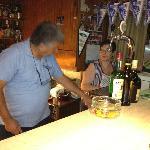 Mama och papa i baren