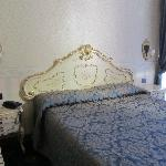 Bett in venezianischem Stil