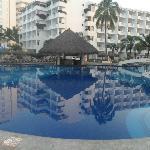 La piscine public et le bar