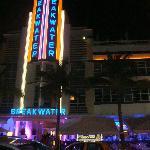Frente do hotel , noite