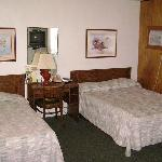 Dbl bed & twin Bed. Call for pricing.
