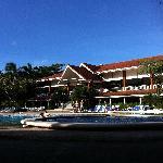 Centro de hotel desde la piscina