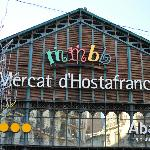 Mercat d'Hostafrancs at 100 meters distance