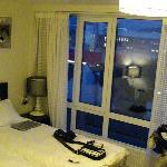 la città vista dalla finestra della camera